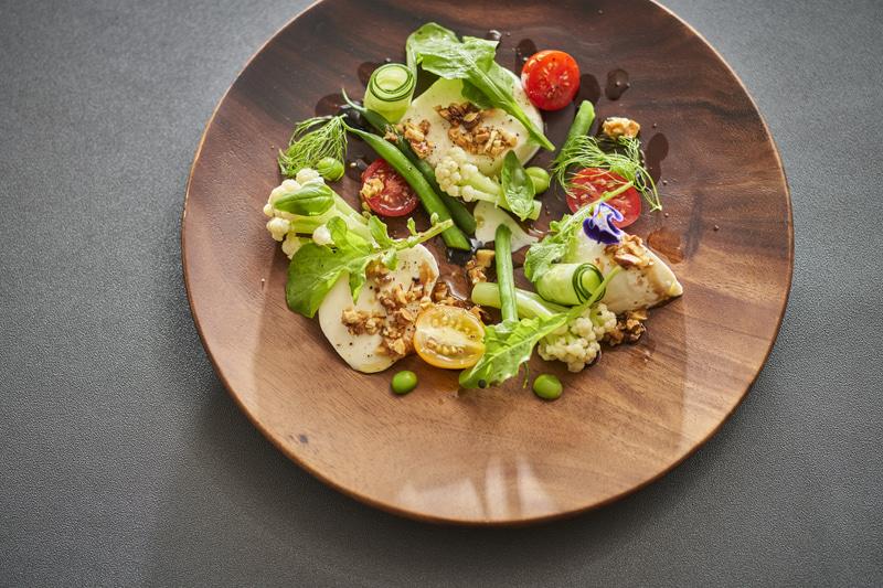 チーズと夏野菜の彩りサラダ