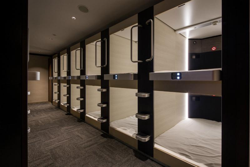 カプセルタイプの個室を5500円(税別)で提供