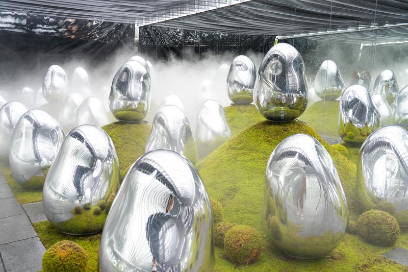 ランの庭園が「動」なら、こちらは「静」なアート作品