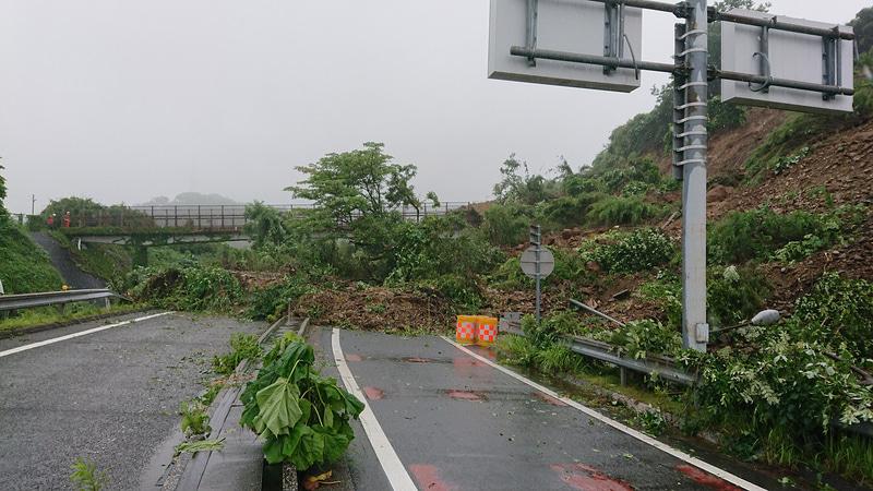 横浜横須賀道路 逗子ICで発生した法面崩落について、NEXCO東日本は全ランプ復旧には相当の時間を要するとの見込みを示している