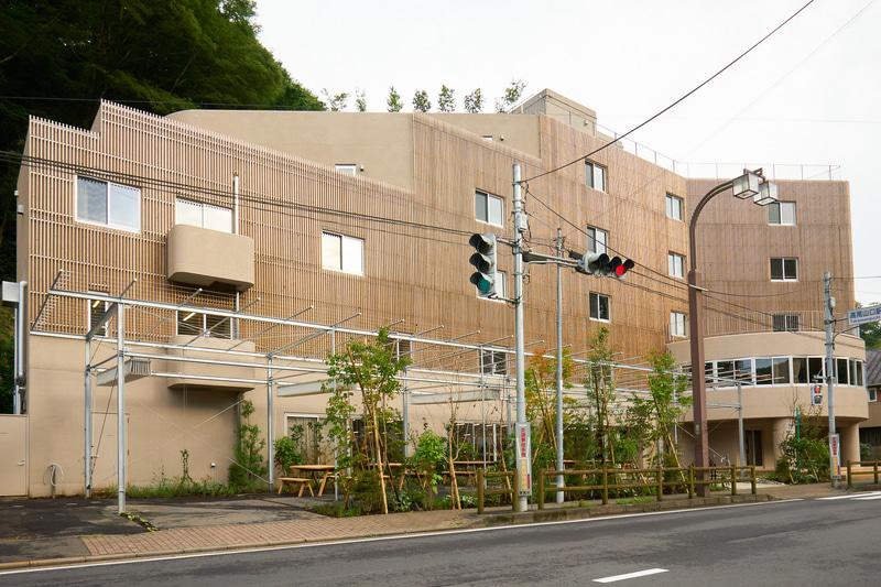 京王電鉄とR.projectが高尾山口駅前にホテル「タカオネ」を開業する
