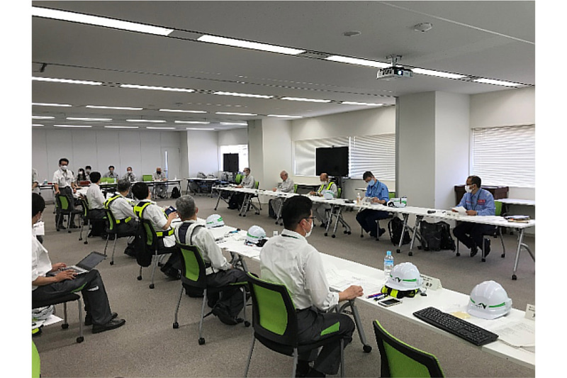 横浜横須賀道路 逗子IC災害復旧に関する検討委員会の第1回検討委員会において逗子ICの利用をおおむね3か月程度を目途に暫定再開するよう応急復旧する方針を示した