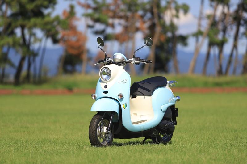 リンちゃんカラーのヤマハ50ccスクーター「Vino」を展示