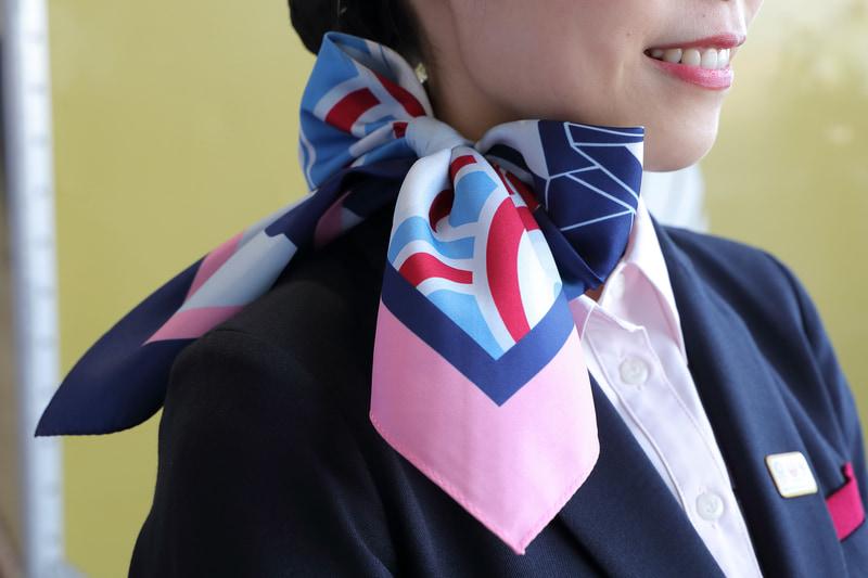 地上接客部門スタッフ用期間限定スカーフ