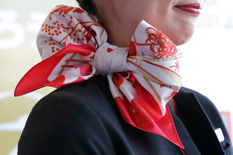 客室乗務員用期間限定スカーフ