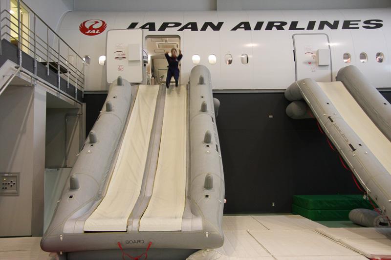 脱出例 その2。こちらは飛び降りバージョン。いざというときに、しっかり脱出を指示できるよう訓練を積む