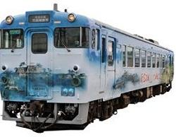 キハ40系にラッピングを施した観光列車「天空の城 竹田城跡号」