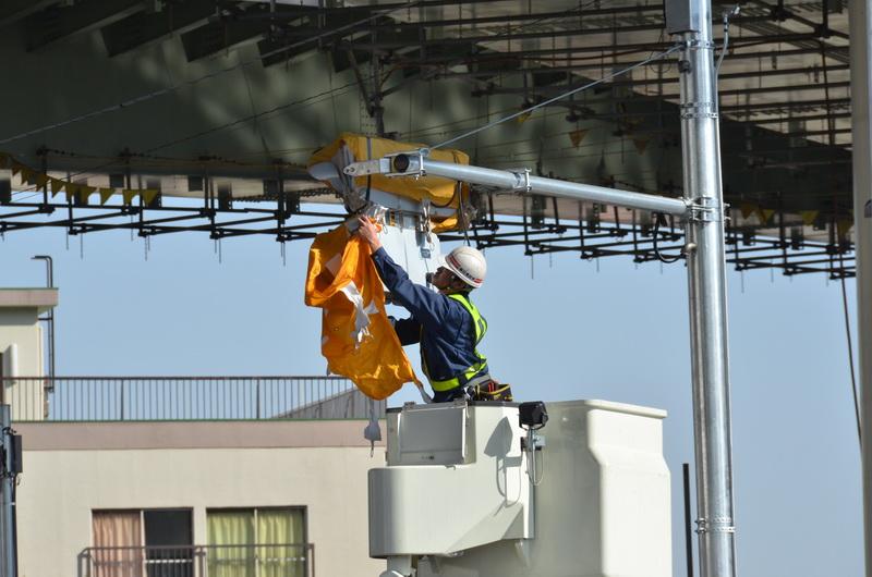 首都高南出入口とつながる明治通りに新設される信号機も、開通を目前に控えカバーが外されていた
