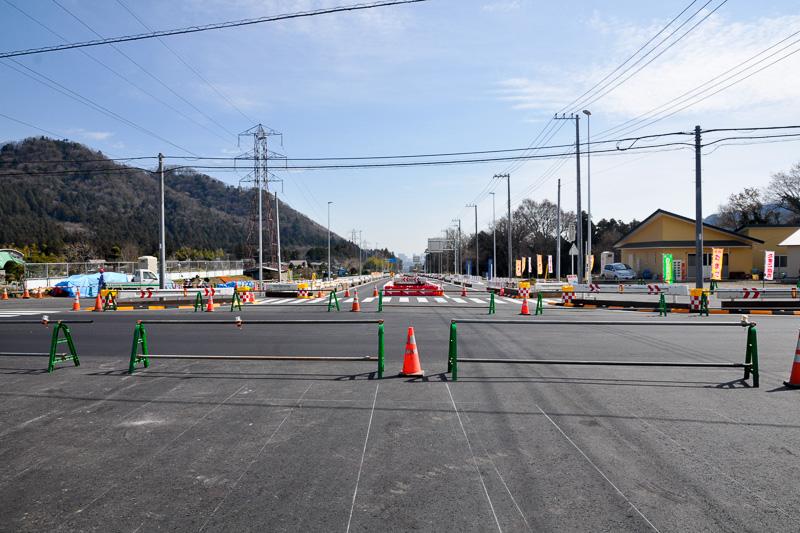 開通前の津久井広域道路、緑区根小屋側