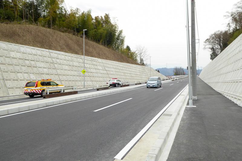 津久井広域道路双方の入り口から侵入した先導車は相模原IC入り口付近で交差した