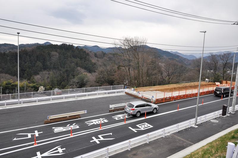 津久井広域道路の一部ではまだ工事を行なっており、対面通行となる箇所もある