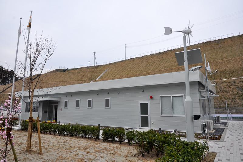 IC横にはNEXCO中日本の施設と駐車場がある