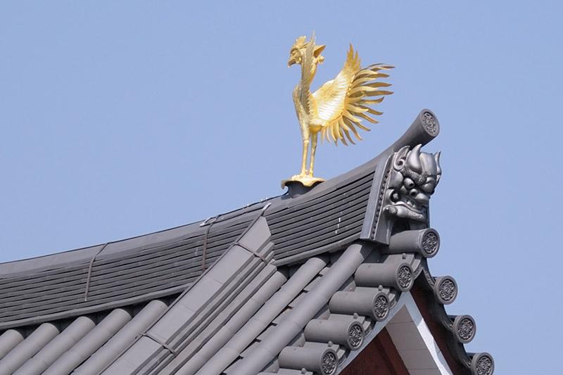 こちらは鳳凰(南方像、2代目)。羽根の伸びやかな造形には思わず目を奪われる