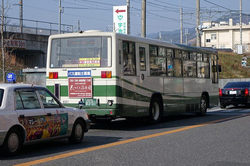 路線バスもやはり抹茶系統の色である