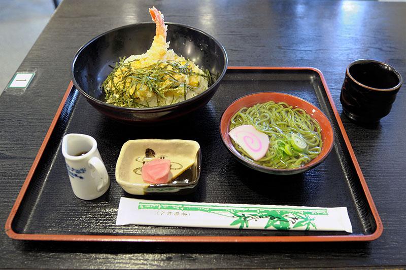 表参道の平等院近くにある蓮華茶屋の天とじ丼セット(税込1480円)