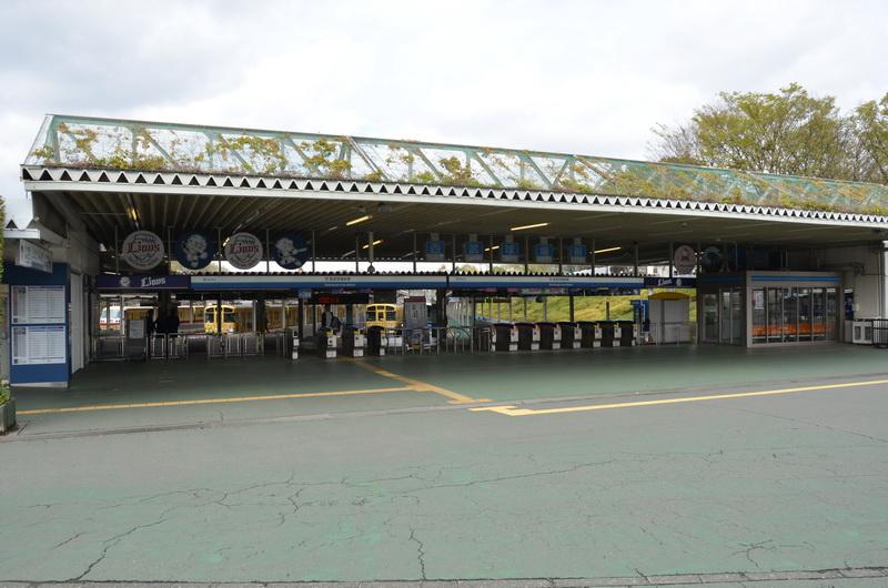 西武鉄道の西武球場駅。当駅始発のスタジアムエクスプレス復路便にチャイナエアラインのCAが乗車した