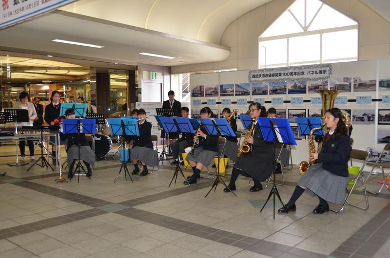 飯能市立美形台中学校吹奏楽部による演奏も行われた