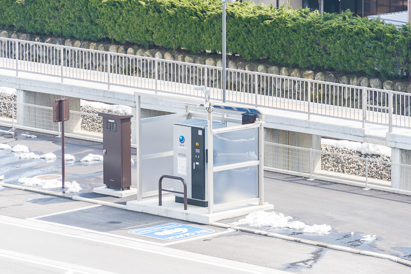 富山地鉄の「新黒部駅」の駐車場にはEV車の充電施設がある
