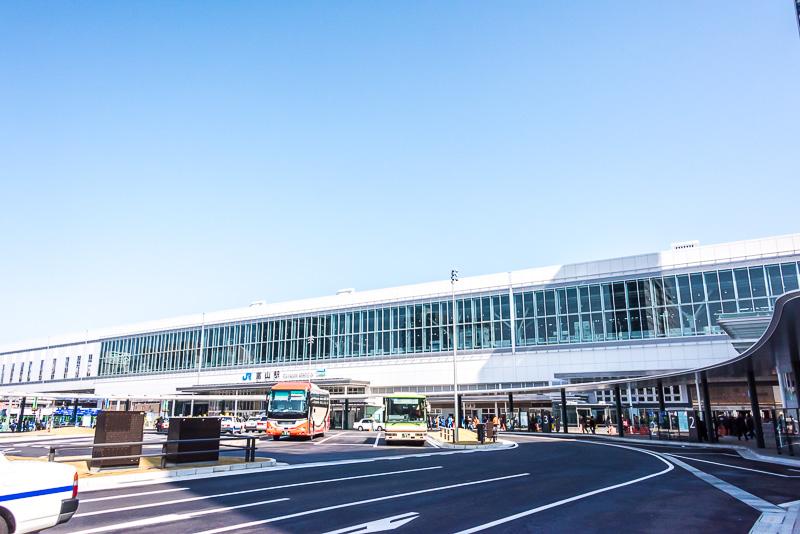 富山駅南側。新幹線関連の建物は完成している