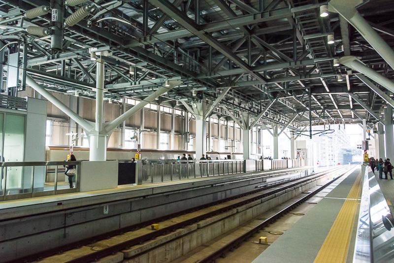 北陸新幹線のホームは高架2面2線