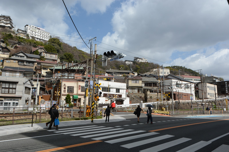 尾道駅から東へ伸びる道を進み、最初の踏切を渡ると古寺巡りのコースへ行ける