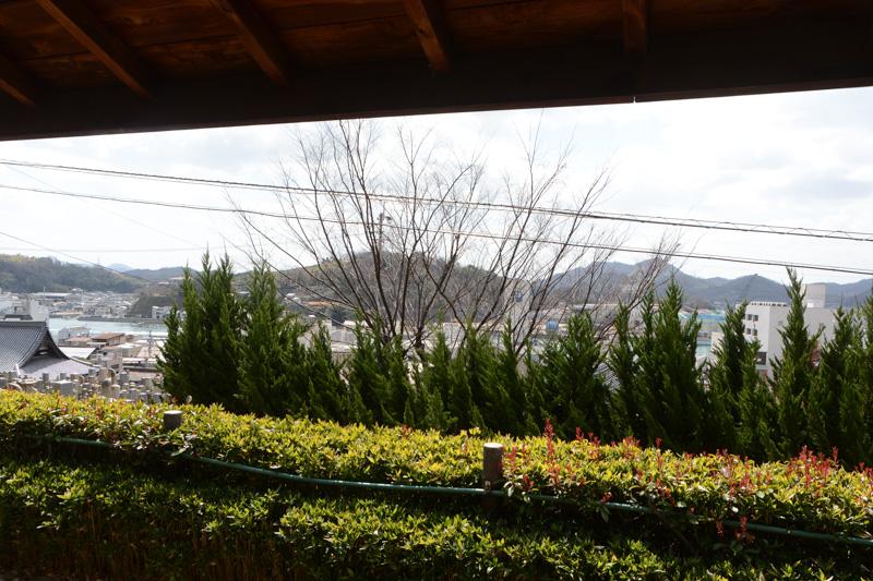 屋根付きの休憩スペースも用意されているのだが、正直言ってそこからの眺めがちょっと惜しい