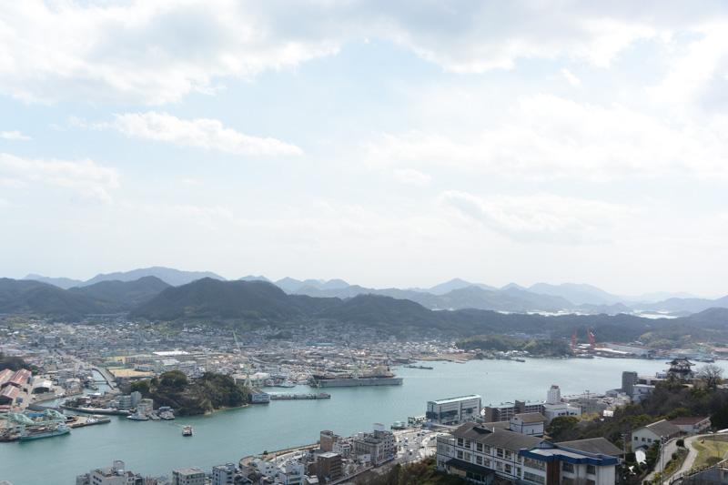 こちらは西南方向で、向島の先の因島、生口島あたりまでが写っているだろうか