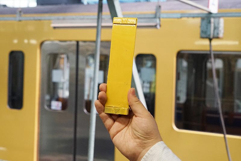 黄色の色見本。実車両に合わせて吟味したとのこと
