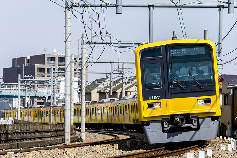「黄色い6000系電車」のお披露目として臨時列車「快速急行所沢駅行」が4月18日に運転された