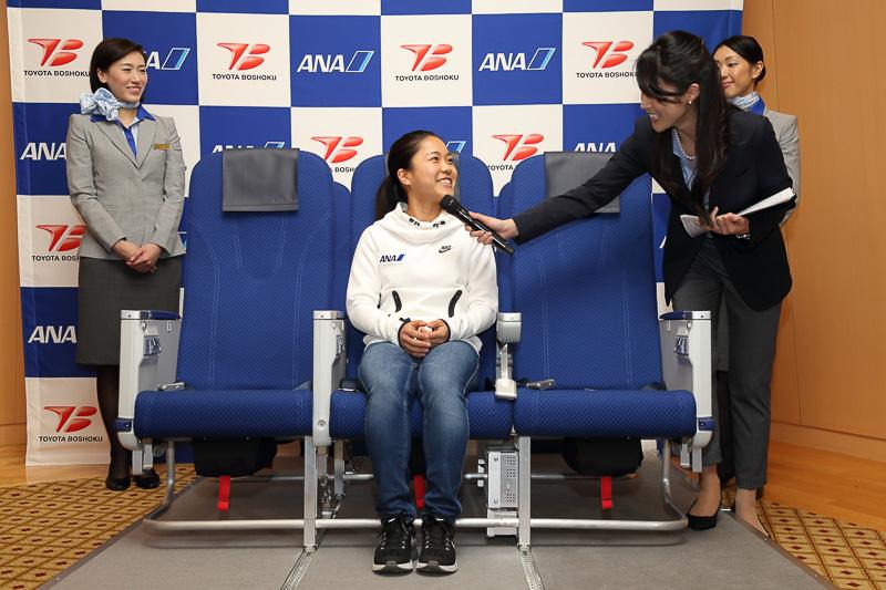 会場にはスキージャンプ選手の高梨沙羅さんも出席した