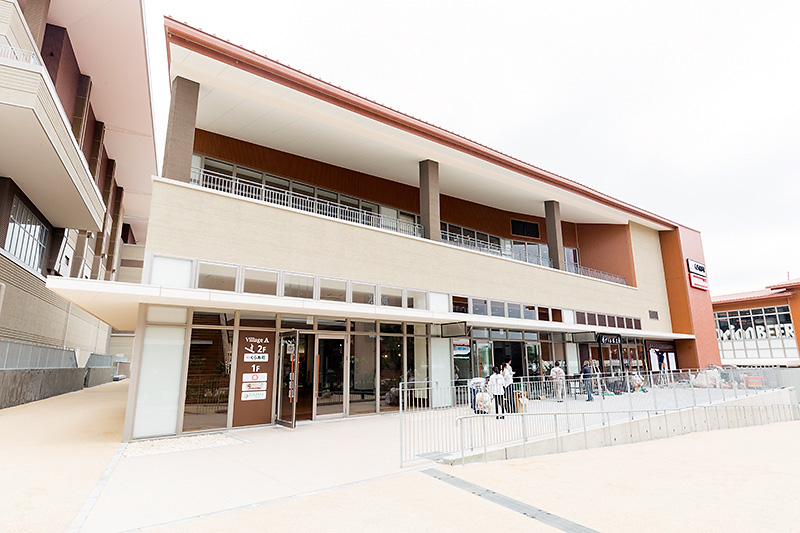 未来屋書店の入る棟の向かいにある棟(Village A)には、無店添くら寿司が出店。沖縄初出店