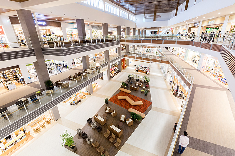 4階、AEON STYLE側からの眺め。奥が3階から続くレストランフロア「Rycom Gourmet World」になる