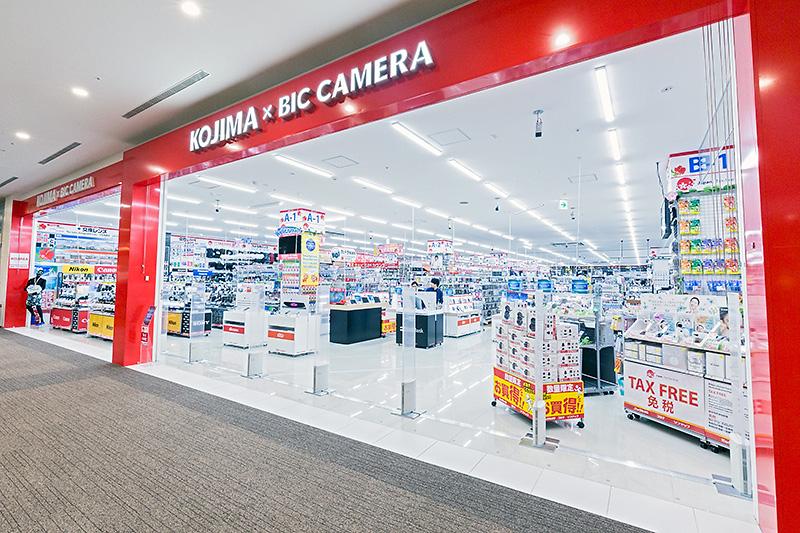 3階にあるコジマ×ビックカメラ。電気製品をしっかり扱う店があるのは、デジカメやスマホが旅の必須となった旅人にはうれしいところ