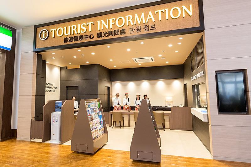 ツーリストインフォメーションコーナーでは、インバウンドの外国人観光客に対応できるような準備がなされている