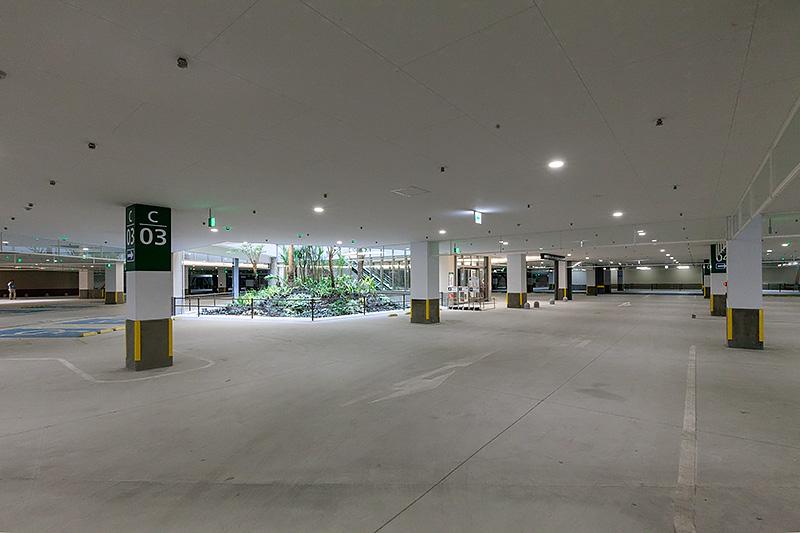 建物下の駐車スペース