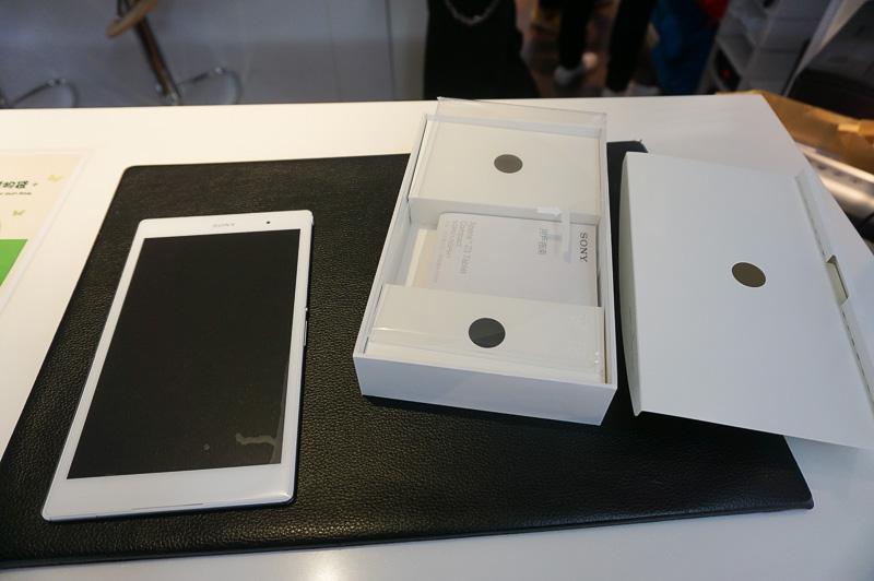 ということで、Xperia Z3 Compact TabletのLTE版(SGP621)をお買い上げ。価格は4303香港ドル。なお、あたり前だが修理などは現地でしか受け付けてもらえないため、とりあえず動作確認ぐらいは行なってからお店を離れるようにした方がよい