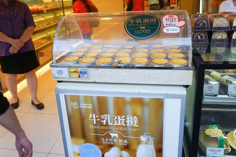 香港、マカオの名物ともいえるエッグタルト、さすがにマンゴーアイスセットを食べた後ではどこにも入りそうにない