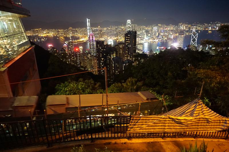 ピークタワーの外から撮った100万ドルの夜景。やはりタワーの展望台から撮るのが正解