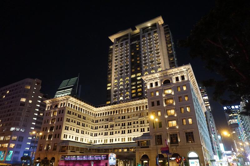 待ち合わせは、九龍半島で最も有名なホテルであるペニンシュラで、アフタヌーンティーで有名