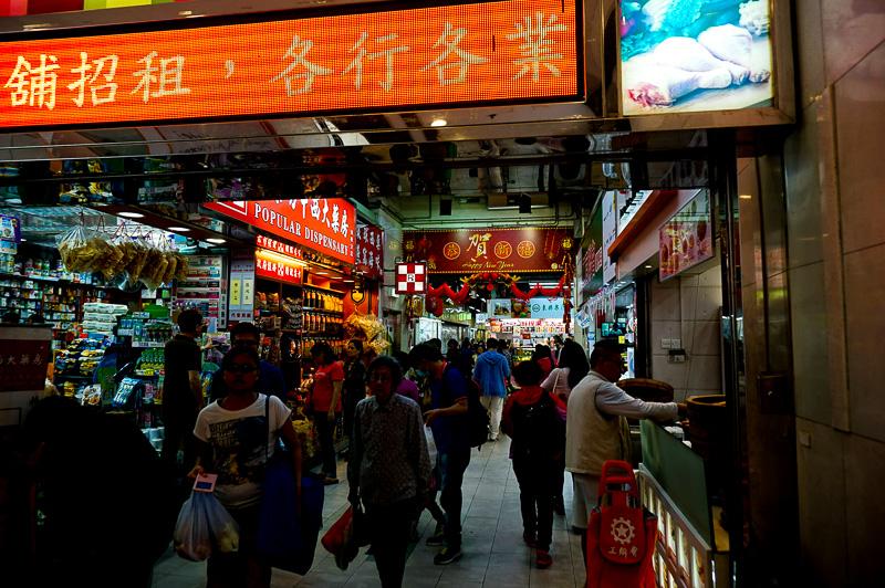 地元の人が使うショッピングモール。生活感あふれるこういうところこそ面白い