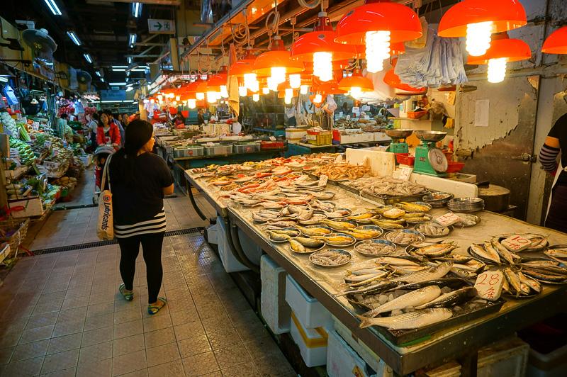 並んでいる野菜や、魚も日本とはちょっと違ってて見ているだけでも楽しい