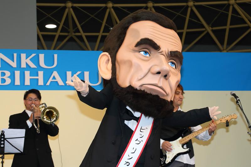 軽快な動きで会場を沸かせるビッグリンカーンの表情(?)は豊かだ