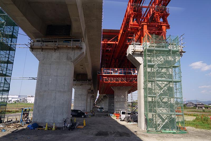 京田辺高架橋の直下