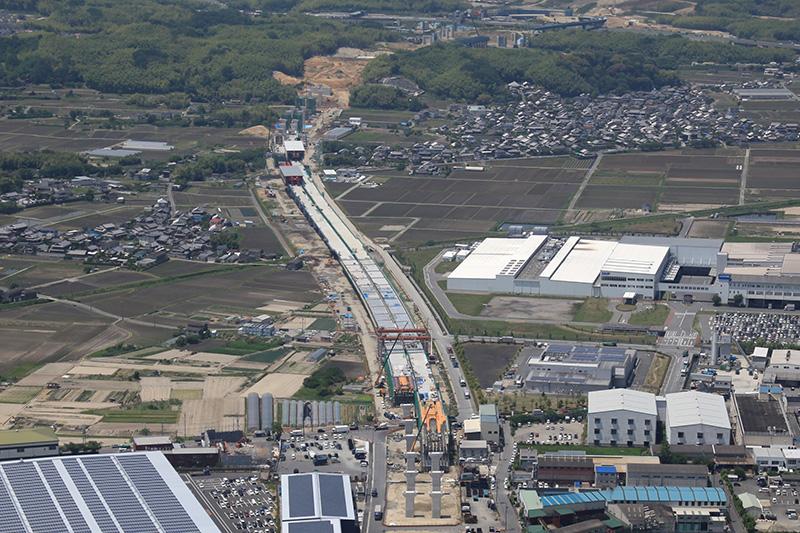 京田辺高架橋の航空写真。5月22日撮影。見学は、この写真の左上部分あたりで行なわれた