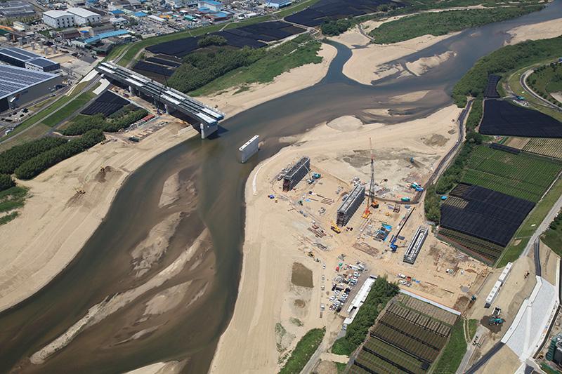木津川橋の航空写真。5月22日撮影。見学は、この写真の右下に部分にある土手から撮影している