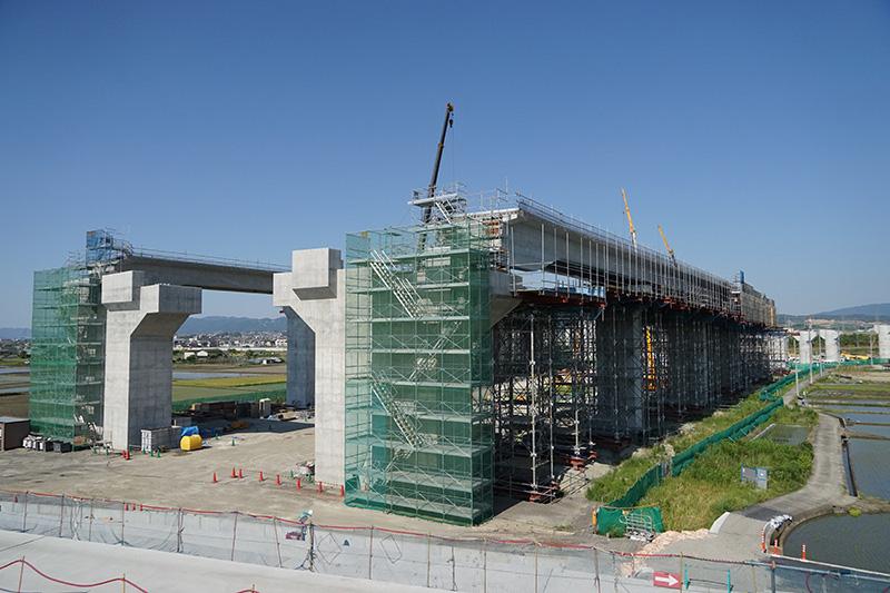 城陽JCTの工事状況全体。木津川から奈良方面から名古屋方面を見る