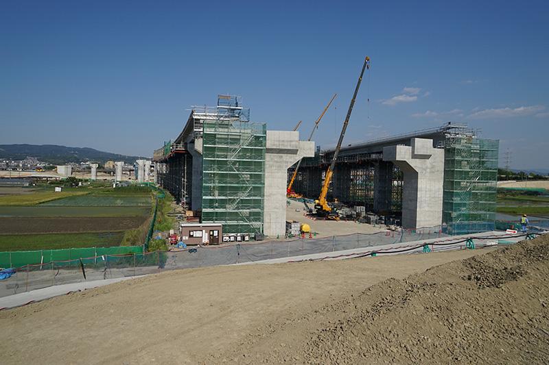 城陽JCTの工事状況全体。木津川から京都方面から名古屋方面を見る