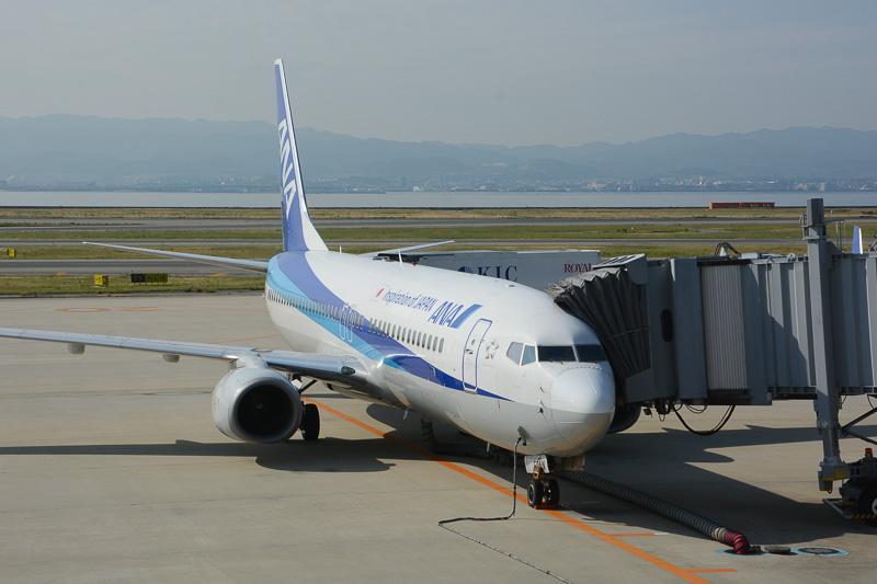 宮古空港へ向けて出発準備中のボーイング737-800型機(登録記号JA53AN)