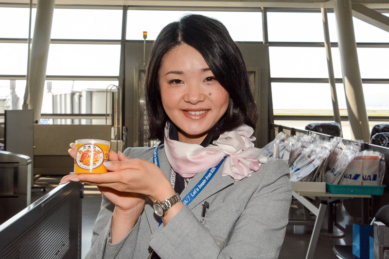 機内で食べられるよう宮古島のマンゴープリンも。一足早く宮古島を味わえそうだ