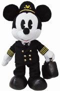 プレゼント景品の「オリジナルミッキーマウスのぬいぐるみ」。着ている制服は実際のJALパイロットの制服生地を使用して製作されている